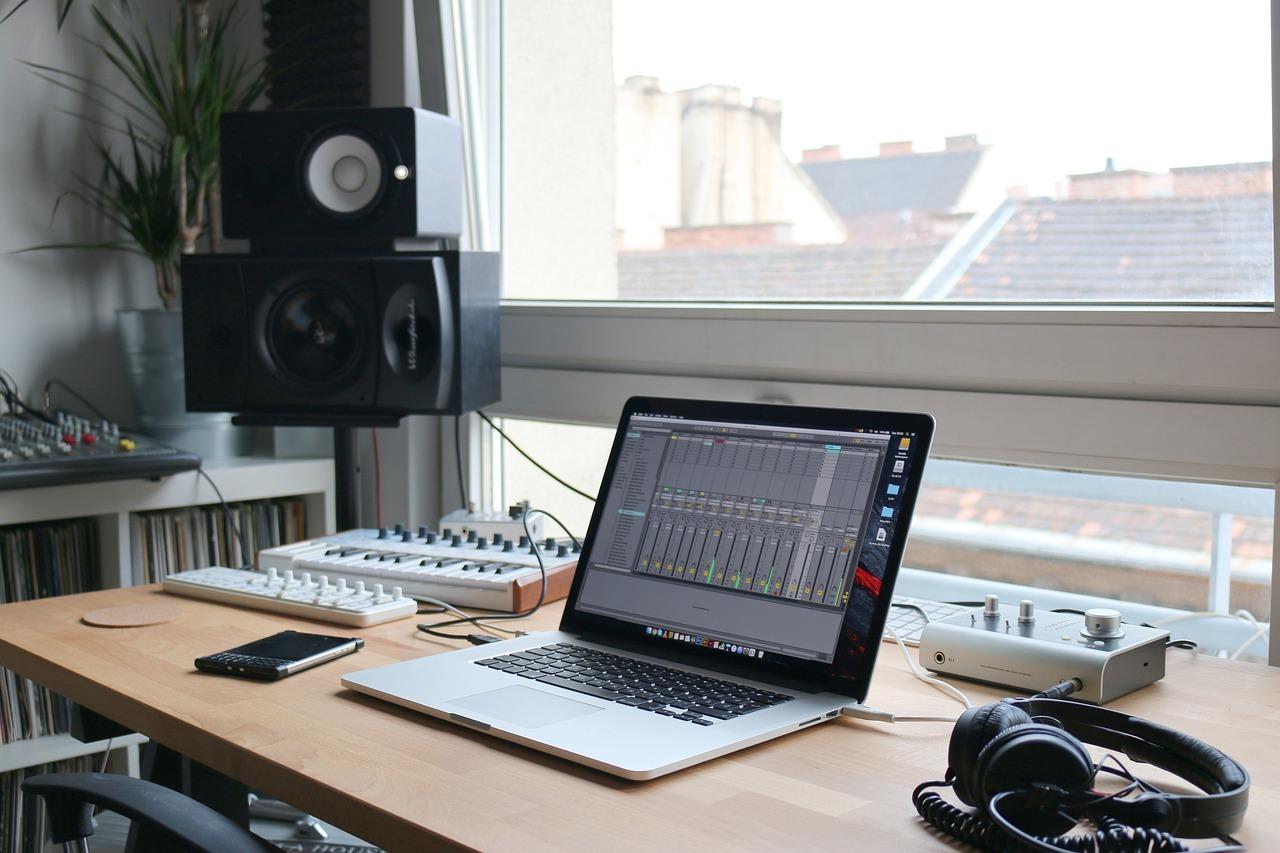 MacBook(Air)のデザインにマッチする外付け<SSD・HDD>