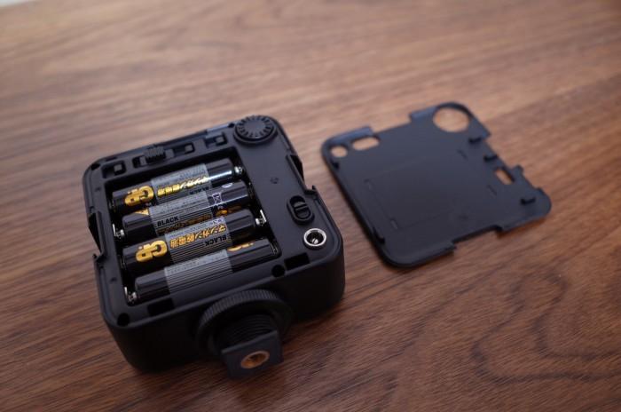 電池で使用する場合、単3電池4本
