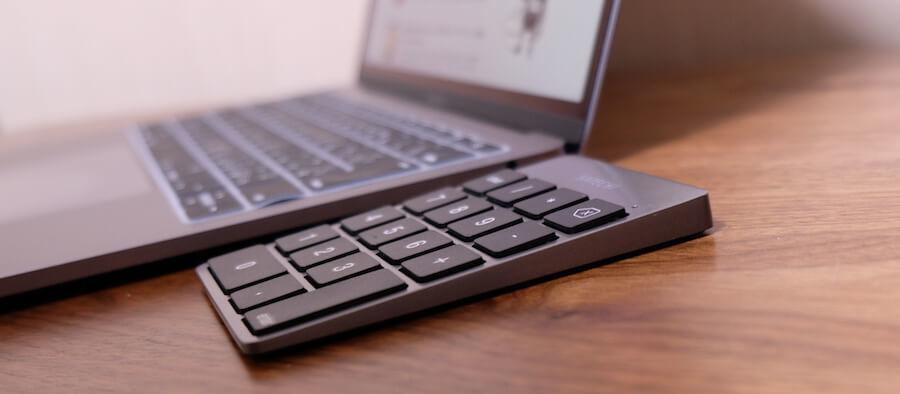 一番厚い部分はMacbook Proと同じくらい