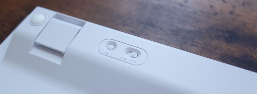 電源スイッチと、ブルートゥースのペアリングボタン