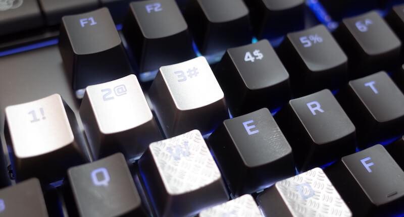 付属のキートップを、普通にはめ込めばOK