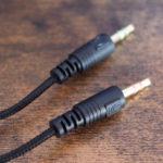 接続は3.5mmの4極プラグ