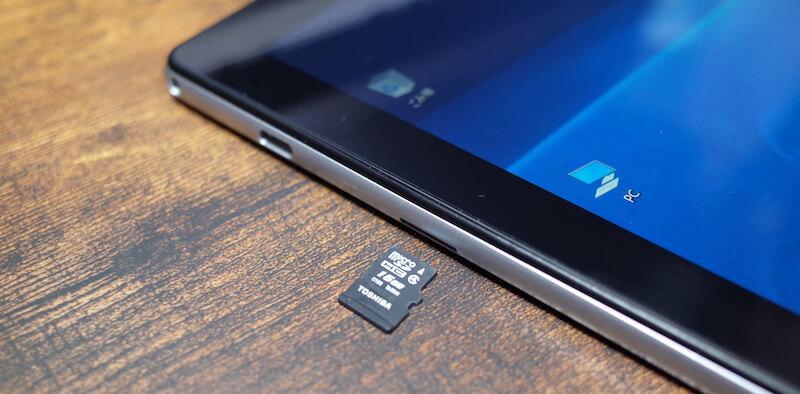 microSDカード差込口