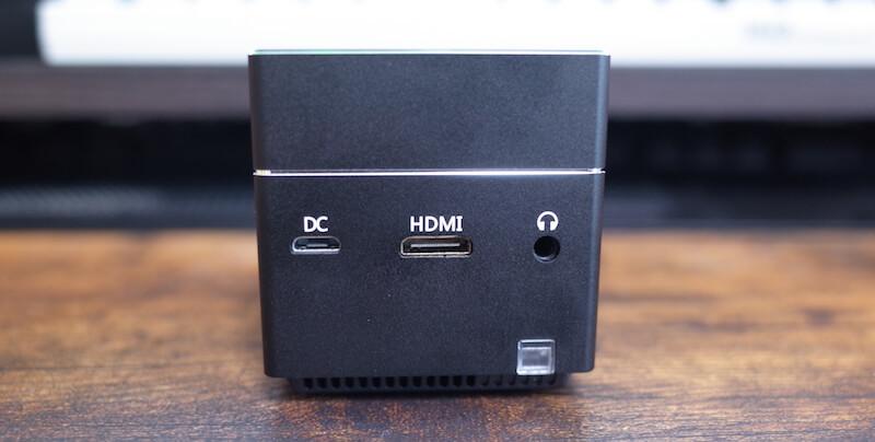 充電ポート、HDMIポート、イヤホンポート
