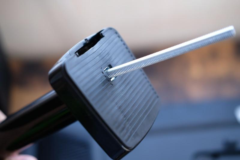 スリップ防止&机に傷がつかない仕様のゴムカバー