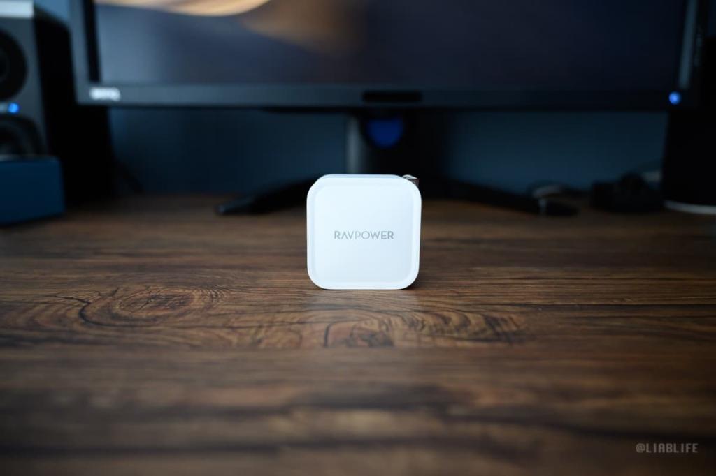 デザインも癖がなく、Apple製品と相性よさげ