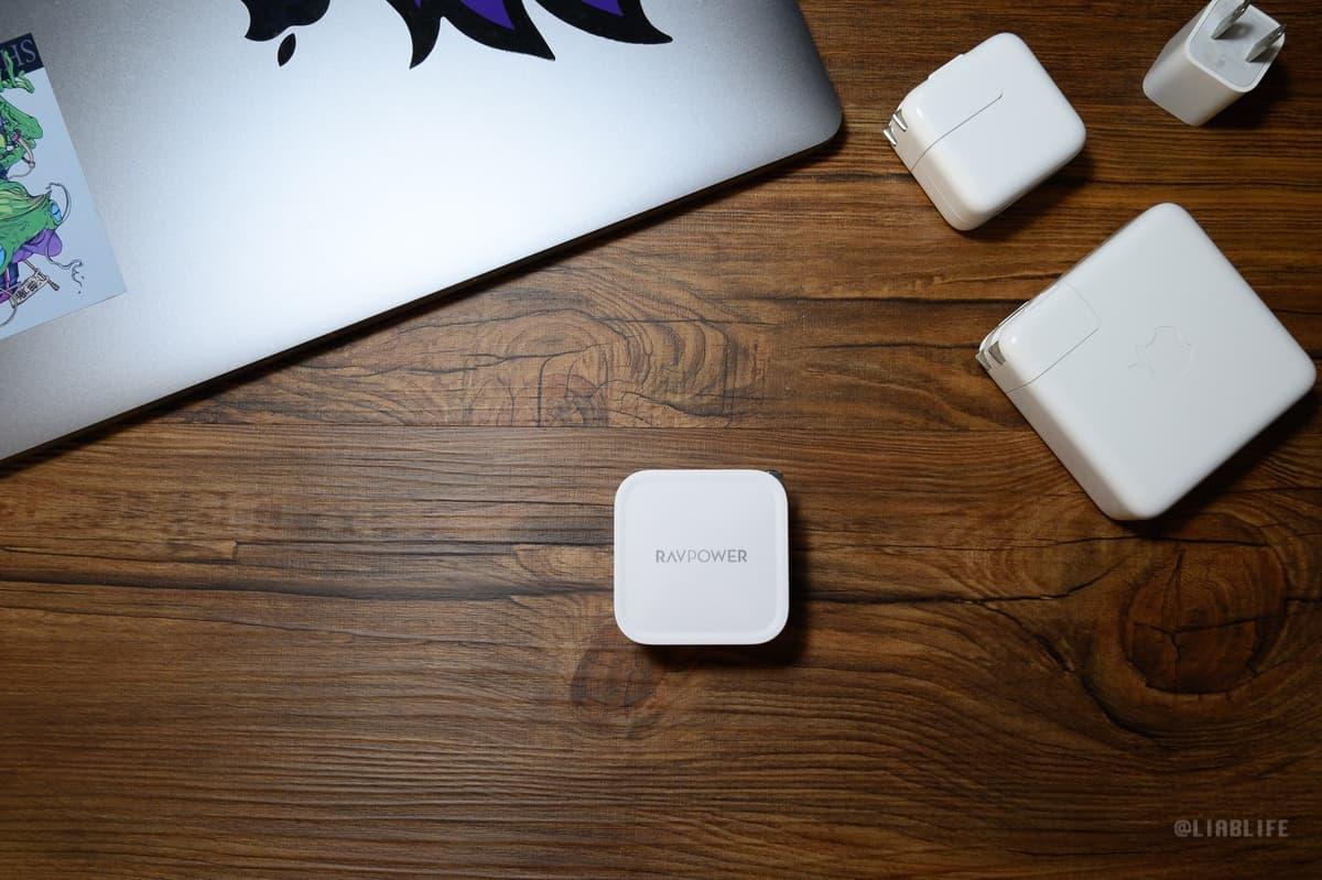 【レビュー】噂の小さすぎる61W急速充電器『RAVPower 61W USB-C ACアダプター』