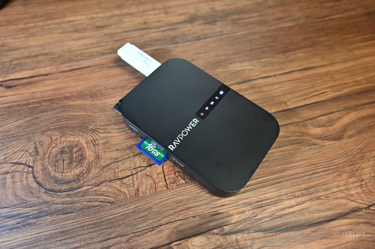 ワイヤレスSDカードリーダーでデータの共有、複製、バックアップが可能
