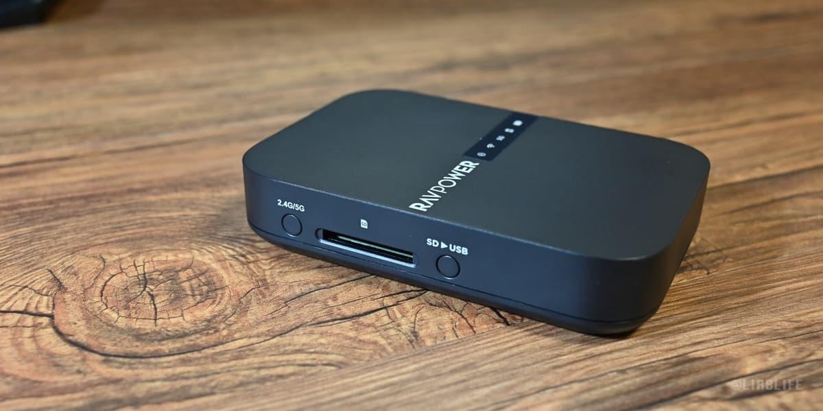 SDカードスロットと、ワンタッチコピーボタン、回線切り替えボタンが配置
