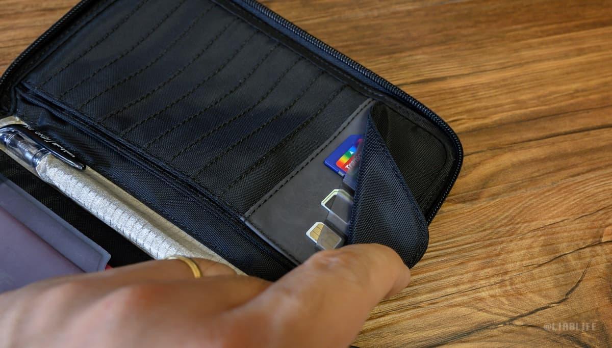 SIMカードやSDカードも収納可能