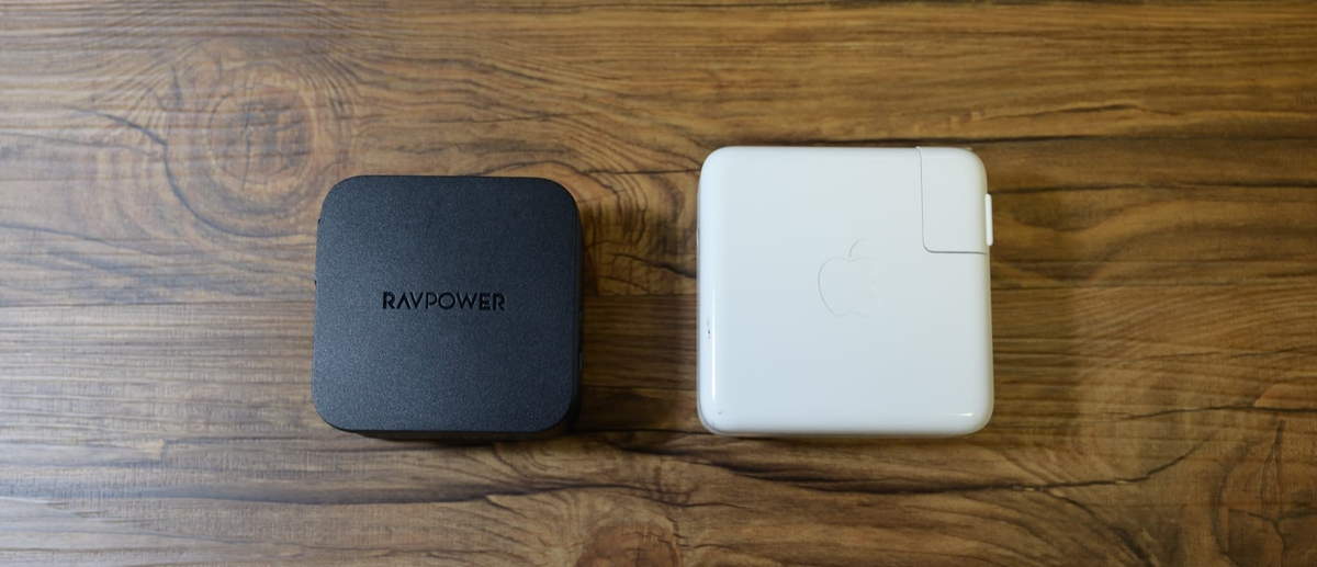 Macbook Proの充電器(61W)と比較してみました