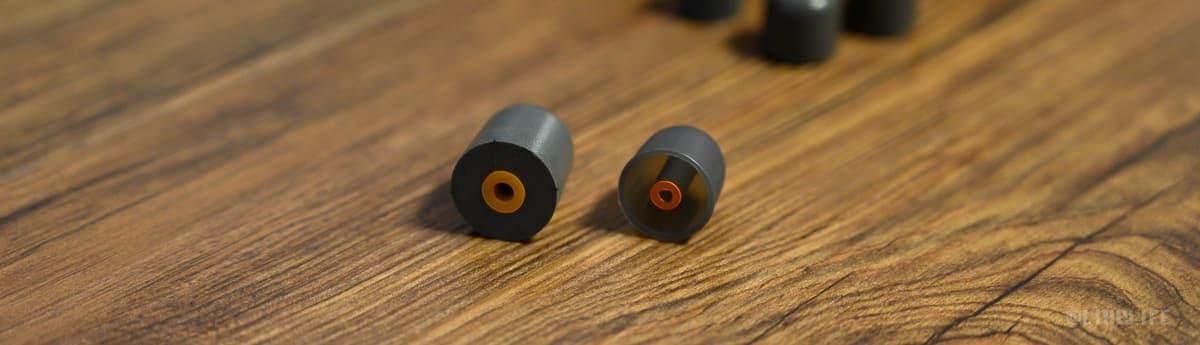 イヤーチップはシリコンタイプとフォームタイプ各5種類づつ付属