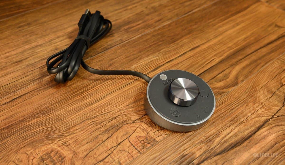 光の加減が手元で調整できるコントローラーも付属