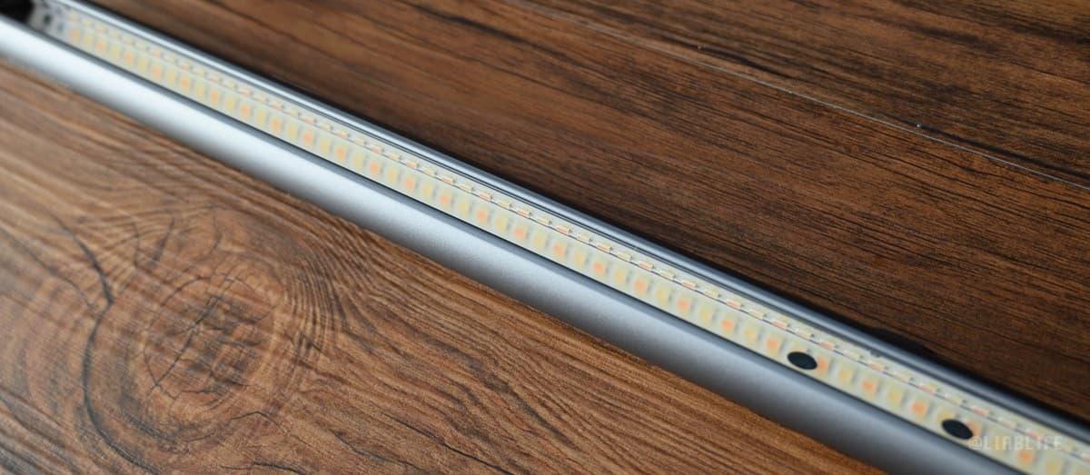 LEDが一列ビッシリと並んでいます