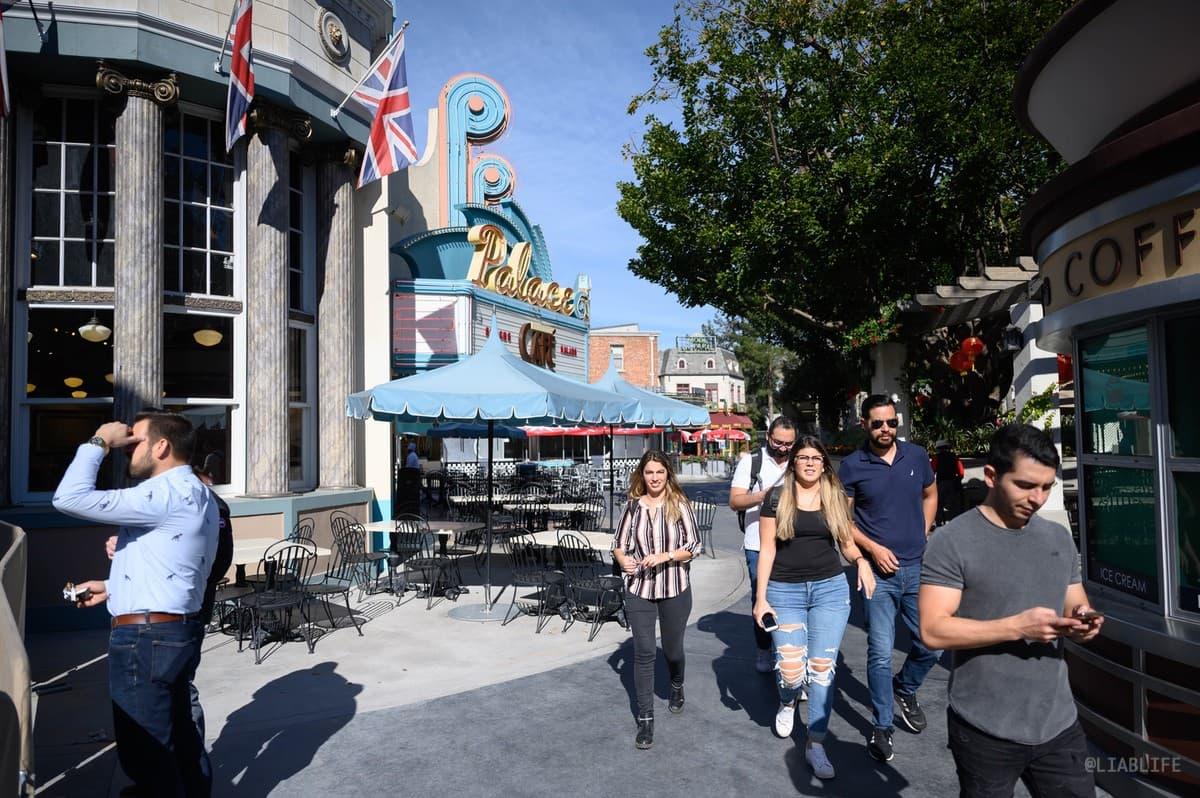 パークの一角に飲食店が集まったエリア