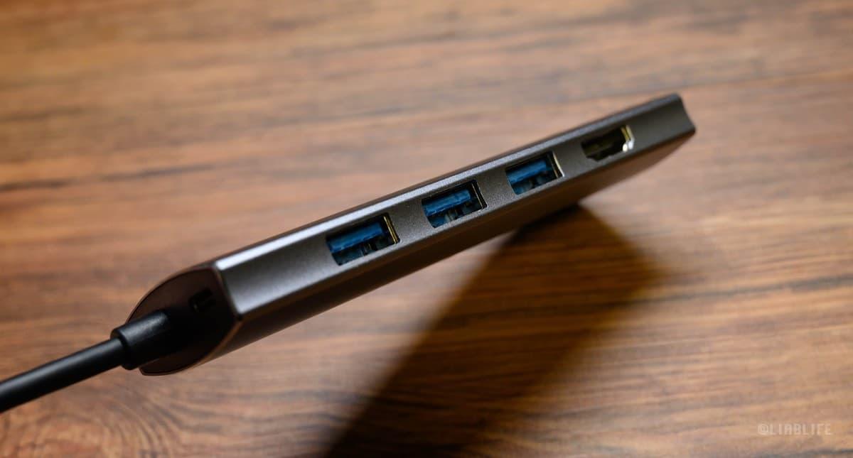 USB 3.1とHDMIはサイドに。