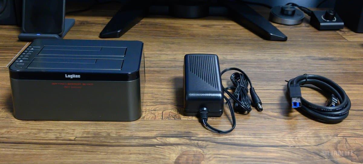 同梱品は、「本体」「ACアダプタ」「USB3.0ケーブル(1.1m)」「セットアップガイド」の4点