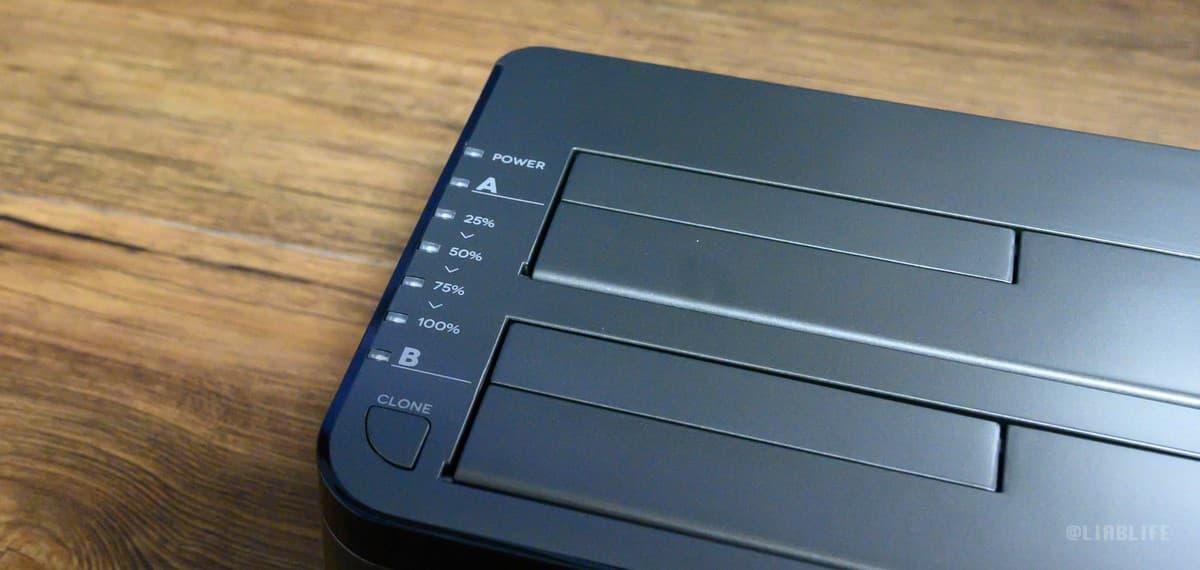 電源は常時点滅、Aサイド、BサイドにHDD/SSDをセットすると各インジケーターが点灯