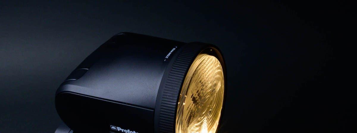 照射調整可能&LEDモデリングライト搭載