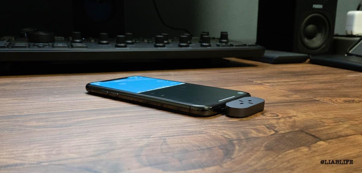 厚みはiPhoneとほぼ同じくらいです。