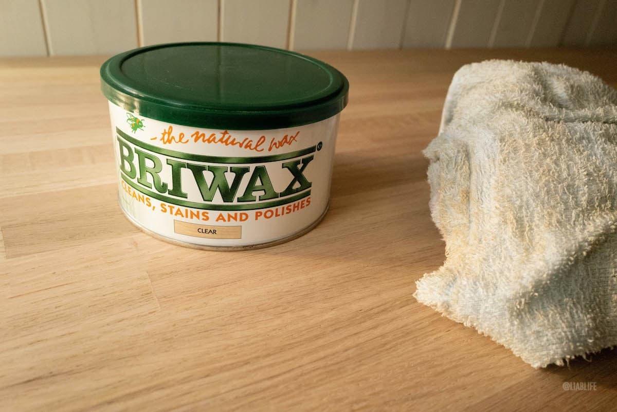 木くずを拭き取ってBRIWAX投入!