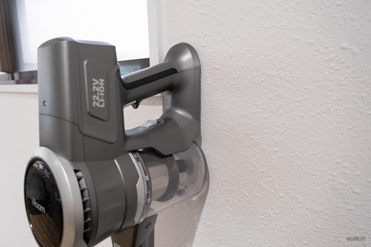 取っ手の下面は平になっており、壁にもたれさせておくことも可能